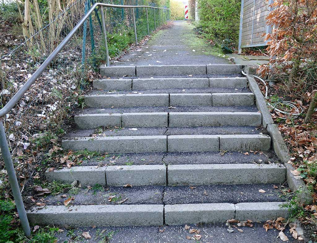 Schnelle Treppensanierung zur Beseitigung von Unfallgefahren im Öeffentlichen Verkehrsraum vor Sanierung