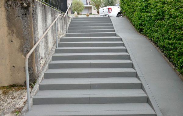 Treppensanierung mit Fahrradlauf nach Sanierung
