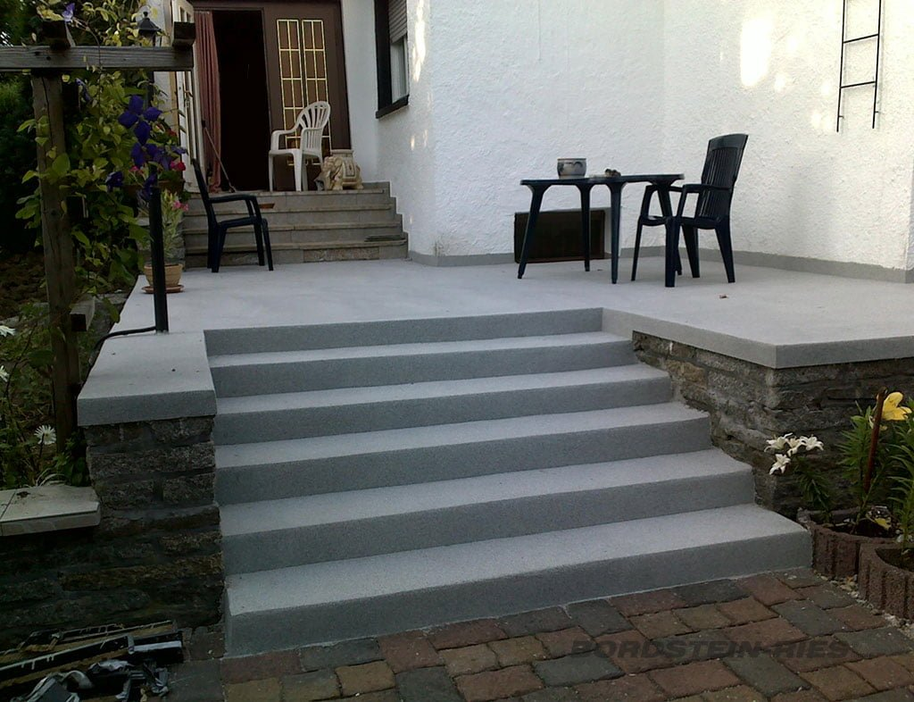 fertige Beton Treppensanierung mit Terrasse