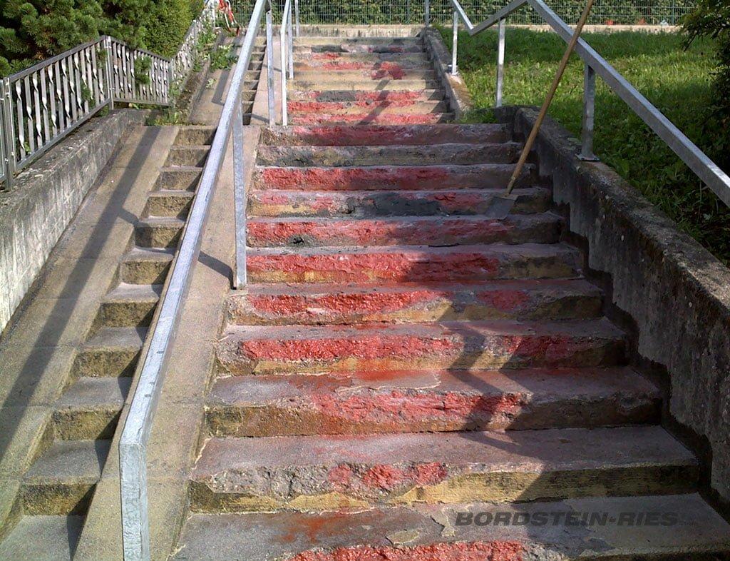 kaputte Kommunale Treppe Außenbereich mit Rampe