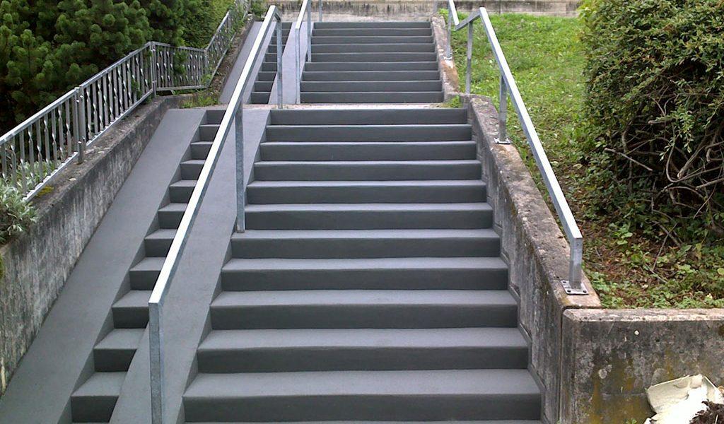 sanierte Kommunale Treppe Außenbereich mit Rampe